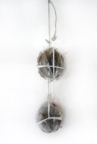 Les Cigales - 200X40cm - plat en verre, paille, ponceuse électrique, rallonge électrique, résine polyester, colle à bois - 2019